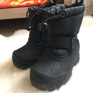 Toddler snow boots 🥾